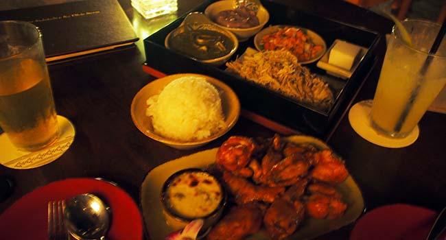 アウラニの夜のレストラン料理画像